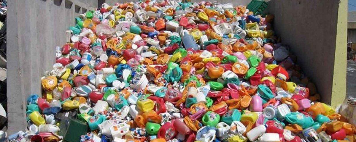 Вьетнам временно приостанавливает импорт полимерных отходов, страдает отрасль переработки отходов в США