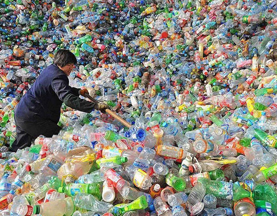 Китай прекращает закупку мирового пластикового мусора, оставляя под вопросом судьбу 120 миллионов тонн пластика